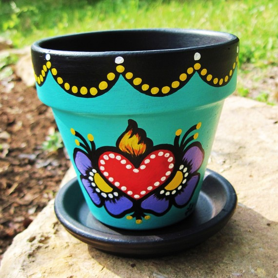 We create custom ceramic pots for your organic garden